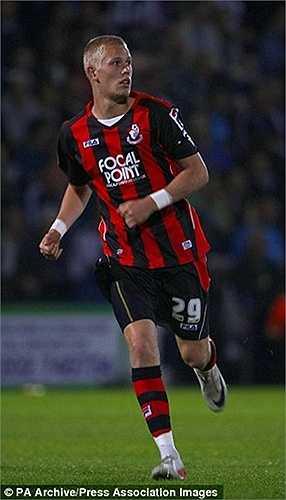 Tân binh Bournemouth có Jayden Stockley chơi bóng cho CLB từ năm 2009