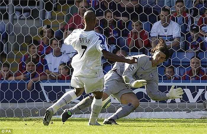 Người chơi bóng lâu nhất ở Crystal Palace là Julian Speroni. Anh này đến CLB từ năm 2004
