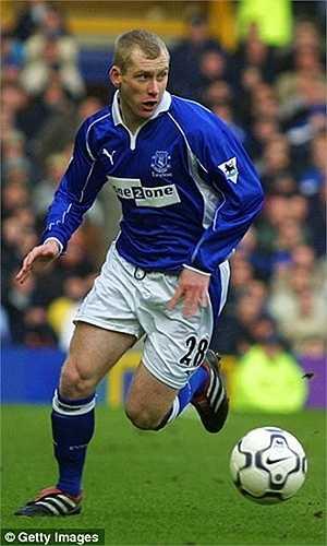 Chàng cận vệ già Tony Hibbert của Everton chơi bóng từ năm 2001