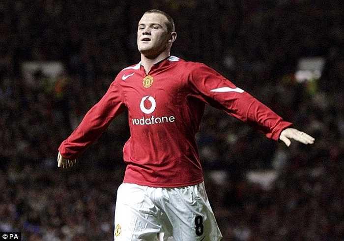 Đứng sau Terry và Hibbert là Wayne Rooney. Dù không trưởng thành ở Man Utd nhưng Wazza sẽ có mùa giải thứ 12 cùng Quỷ đỏ trong năm nay