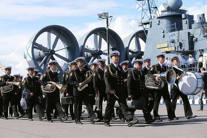 Triển lãm trưng bày tàu chiến, vũ khí, thiết bị hải quân do các công ty của Nga và nhiều nước trên thế giới chế tạo