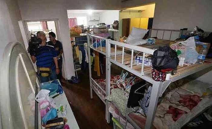 Căn hộ tập thể chật chội này vừa được nhà chức trách thành phố Hàng Châu, tỉnh Chiết Giang công bố hôm 1/7, khi đến kiểm tra công tác phòng cháy chữa cháy tại địa phương.