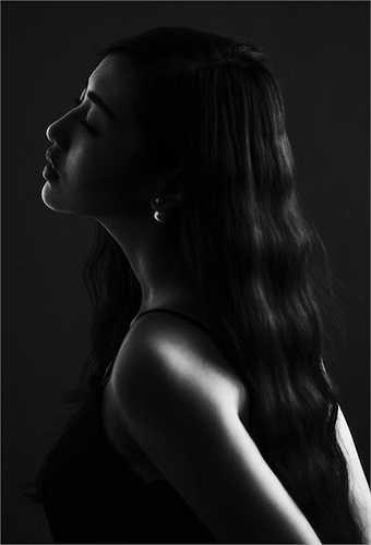 Với gương mặt trong sáng, đậm chất Á Đông, Á hậu Việt Nam 2012 chiếm được thiện cảm của người đối diện.