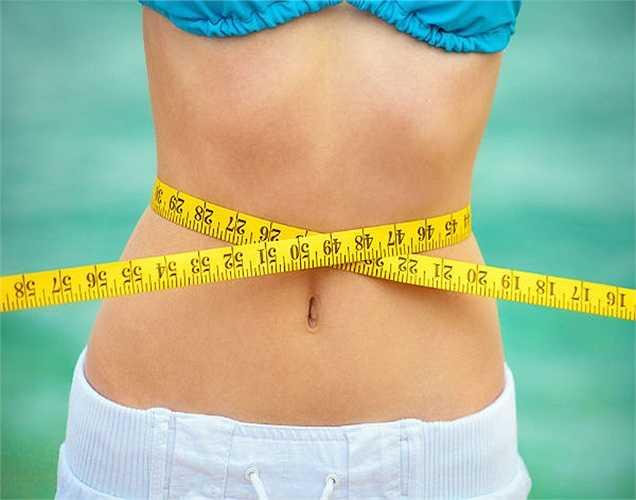 Giúp giảm cân: Nước cũng có thể thúc đẩy giảm cân. Bạn sẽ cảm thấy no khi uống đủ nước và điều này sẽ giúp bạn ăn với số lượng hạn chế. Ngoài ra, nó giúp kiểm soát sự thèm ăn và tăng cường trao đổi chất.