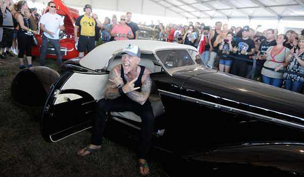 Nam ca sĩ James Hetfield sở hữu một dàn siêu xe cổ như 1937 Lincoln Zephyr 'Voodoo Priest' Kustom, 1936 Custom Ford – Iron Fist…