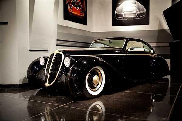 'Viên ngọc trai đen' 1948 Jaguar Custom của James.