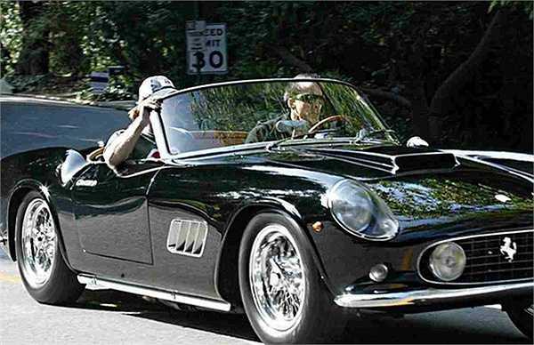 Cage từng gây sốc khi sắm 22 chiếc xe chỉ trong 12 tháng. Một số dòng xe tiêu biểu trong bộ sưu tập của Cage như: 1958 Ferrari 250 GT Pininfarina, 1938 Bugatti Atalante Coupe T57C, 1965 Lamborghini 350 GT…