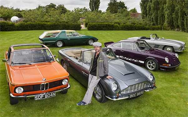 Anh chàng sở hữu nhiều siêu xe như Classic Fiat Abarth 100, Aston Martin DB5, Ferrari Vignale 330 GT, BMW 2002 Bauer Cabriolet, Porche 911 2.7 RS…