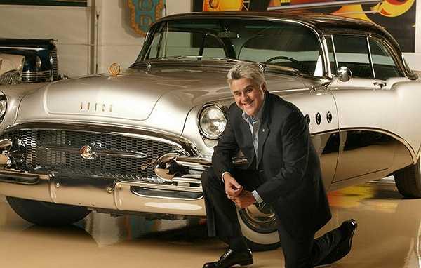 Diễn viên hài kịch Jay Leno sở hữu hơn 130 xe ô tô và hơn 90 xe máy trong bộ sưu tập tuyệt vời của mình.