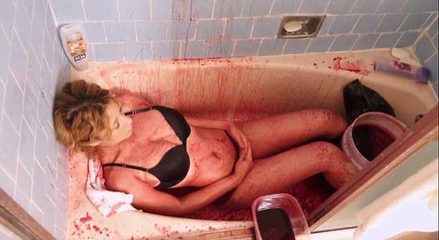 tắm máu lợn