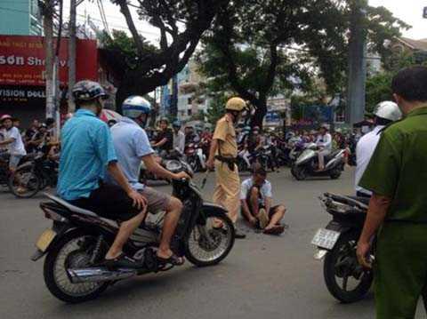 Kẹt xe, người đàn ông, trồng chuối, giữa đường, nghiêm trọng,  thiết đầu công