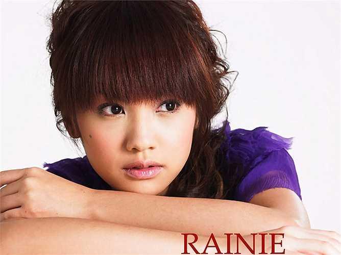 Bắt đầu sự nghiệp vào năm 2000 với tư cách là thành viên nhóm nhạc nữ Đài Loan 4inLove và sớm ra mắt trong Meteor Garden, cô luôn nở nụ cười tỏa nắng và được khán giả nhiều lứa tuổi yêu thích. (Nguồn: Dân Việt)