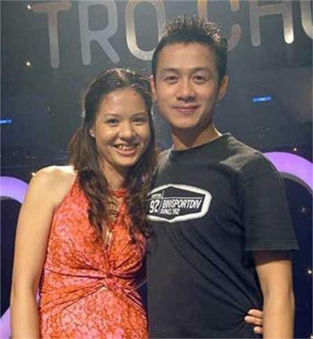 Hình ảnh trẻ trung của Anh Tuấn - khi còn cùng MC, BTV Diễm Quỳnh dẫn Trò chơi âm nhạc. Ảnh: VTV  (Nguồn: Zing)
