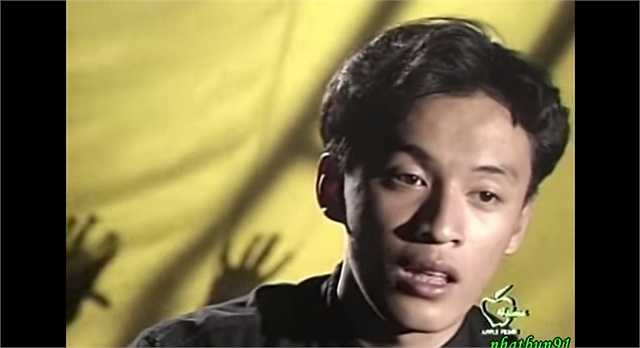 Hình ảnh khác lạ của anh hai Lam Trường khi phát hành abum riêng đầu tay mang tên Baby I love you vào năm 1997. Nhiều năm trôi qua, 'ông bố một con' vẫn giữ được phong độ và là một trong những mỹ nam không tuổi của Vbiz.