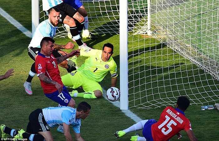 Đó là lý do tại sao Chile lại là đội chủ động hơn trong phần lớn thời gian