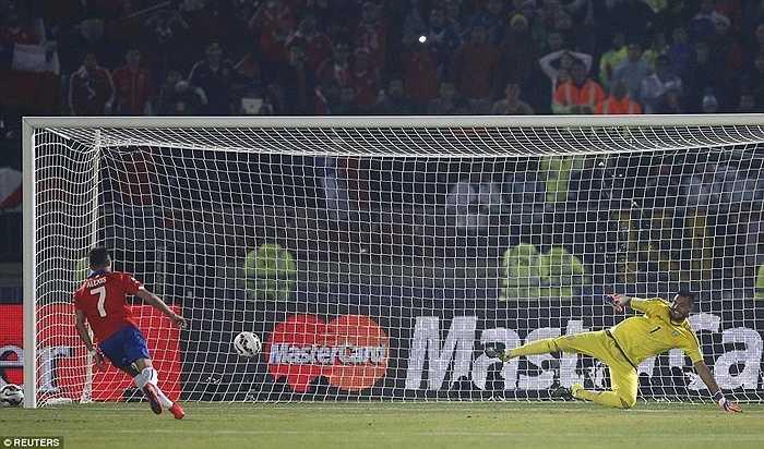 Giây phút đi vào lịch sử của bóng đá Chile