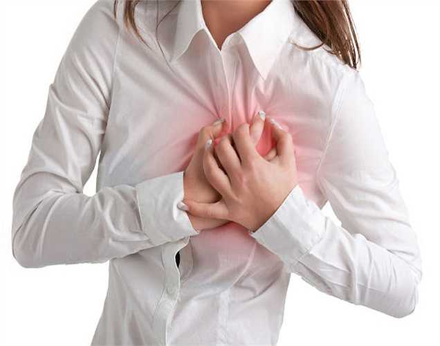 Ngăn chặn cơn đau tim và đột quỵ: Đi bộ sau bữa ăn chỉ 15 phút giúp loại bỏ cholesterol trong máu, do đó, tăng cường cung cấp máu đến não và tim, tăng lưu lượng máu đến các cơ quan quan trọng, nên sẽ không có nguy cơ đau tim và đột quỵ.
