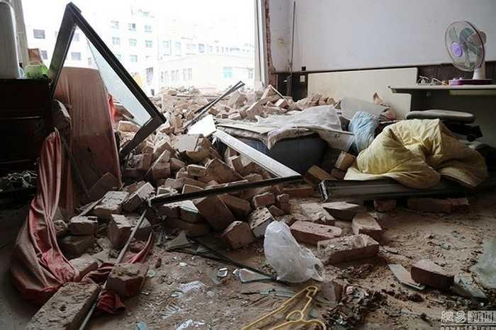 Khung cảnh tan hoang vì phá hủy công trình không báo trước của nhà thầu