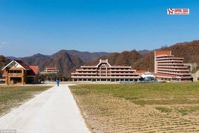Toàn cảnh Masikryong nhìn từ con đường chính dẫn vào khu nghỉ dưỡng.