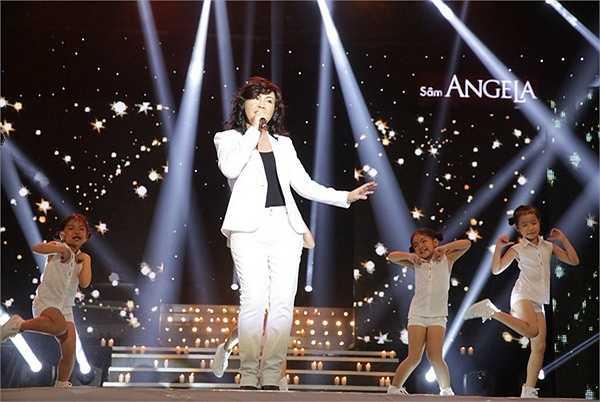 Đây cũng là liveshow đầu tiên của Phương Thảo và Ngọc Lễ trong hơn 20 năm ca hát. Rất đông khán giả, đặc biệt là khán giả lớn tuổi đã có mặt tại sân khấu tối qua để không bỏ lỡ sự kiện đặc biệt này