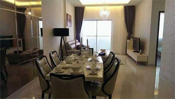 Căn hộ chung cư của Hoàng Yến tọa lạc ởquận 7, TP HCM, gồm ba phòng ngủ và một phòng khách. Hai mẹ con nữ ca sĩ dự định chuyển đến tổ ấm mới vào cuối năm khi mọi thứ đã hoàn thiện. (Nguồn: Zing)