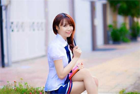 Sở hữu vẻ đẹp trong sáng, ngây thơ cùng khả năng chơi nhạc khá ổn, cô nàng DJ  Phi Yến đang là gương mặt thu hút sự chú ý của cộng mạng.