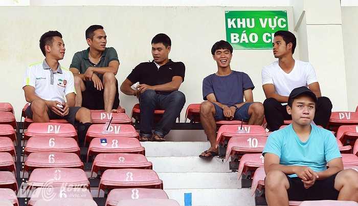 Hồng Duy (trái), Đức Lương (phải) là những cầu thủ nghỉ thi đấu vì chấn thương của HAGL. (Ảnh: Minh Trần)