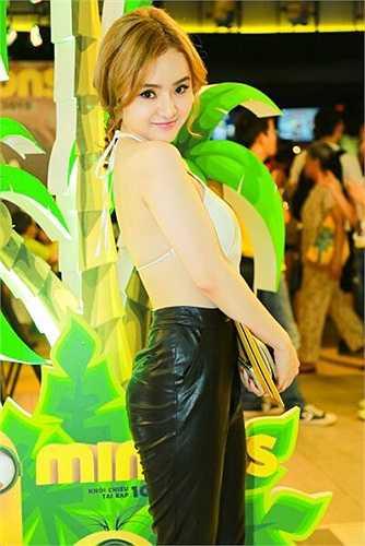 Lần xuất hiện nào Phương Trang cũng khoác lên mình những thiết kế táo bạo.