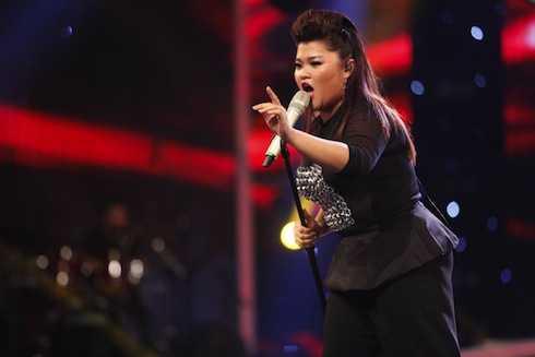 Bích Ngọc đã 'vuốt ve' Tùng Dương với bản hit Rơi