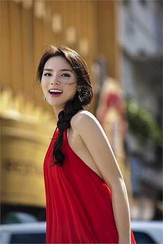 Hoa hậu Việt Nam 2014 chia sẻ: 'Hiện nay mặc dù các thông tin về những xu hướng tóc mới luôn được cập nhật nhưng không nhiều bạn gái chịu khó tạo kiểu cho mái tóc của mình'