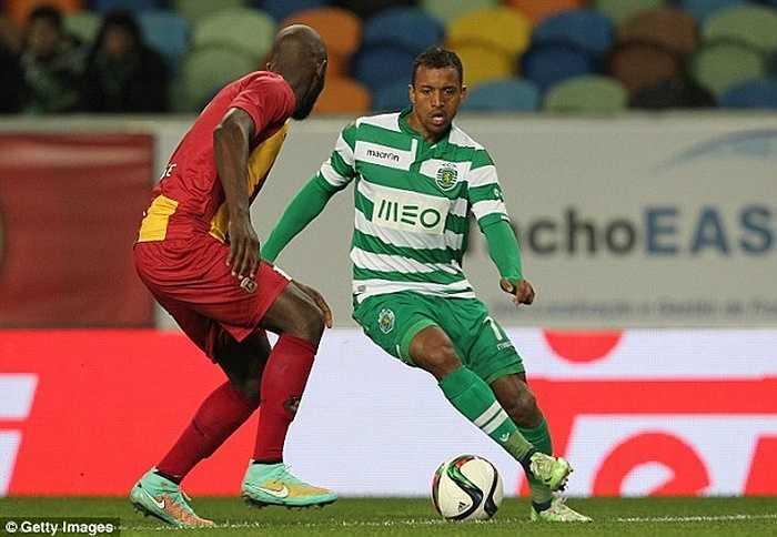 Mùa gần nhất 2014-15, Nani thậm chí còn phải trở về Sporting vì không thể tìm được vị trí trong đội hình Van Gaal