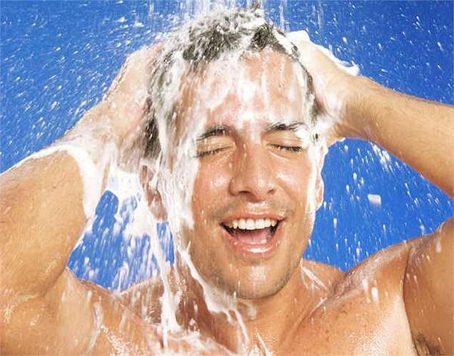Nên tắm nước mát: Tắm bằng nước nóng hoặc nằm trong bồn tắm nước nóng trong thời gian dài sẽ không tốt cho khả năng sinh sản vì tinh trùng không chịu được nhiệt độ cao.