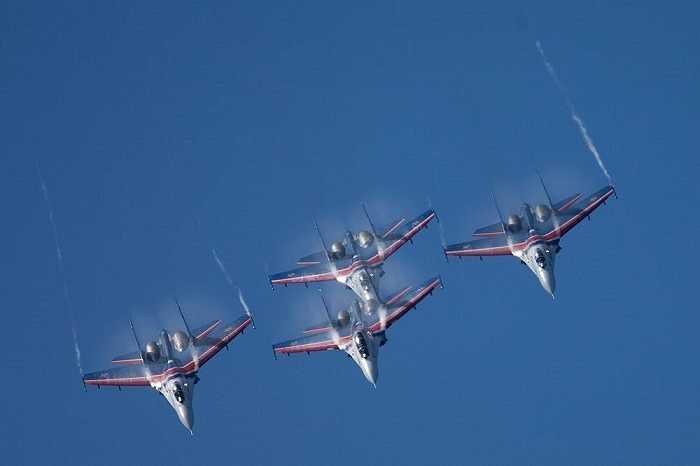 Đội bay Knights của Nga trình diễn ngoạn mục