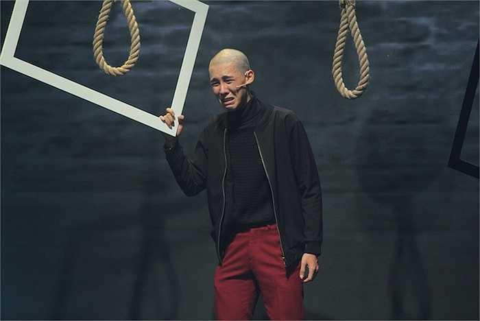 Để hoàn thành chỉn chu vai diễn, Tâm Anh đã chấp nhận hi sinh mái tóc của mình. Điều này gây ấn tượng khá mạnh với ban giám khảo và khán giả.
