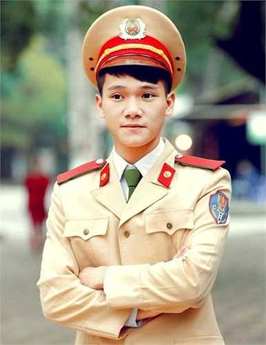 Tuấn Kiệt học chuyên ngành Cảnh sát Giao thông - Học viện Cảnh sát Nhân dân.