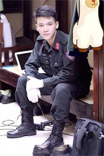 Hot boy mơ ước trở thành chiến sỹ Cảnh sát Giao thông giỏi, nhiệt huyết.