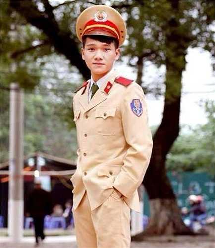 Tuấn Kiệt sinh ra trong gia đình có ông nội và bố cùng công tác trong ngành cảnh sát.