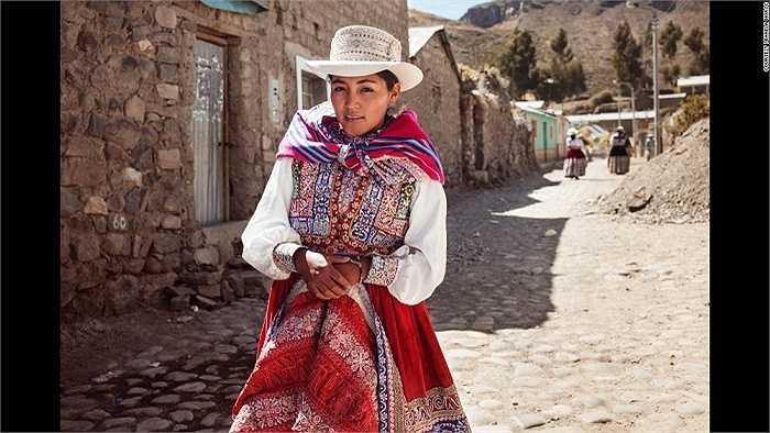 Phụ nữ Peru trong bộ trang phục truyền thống