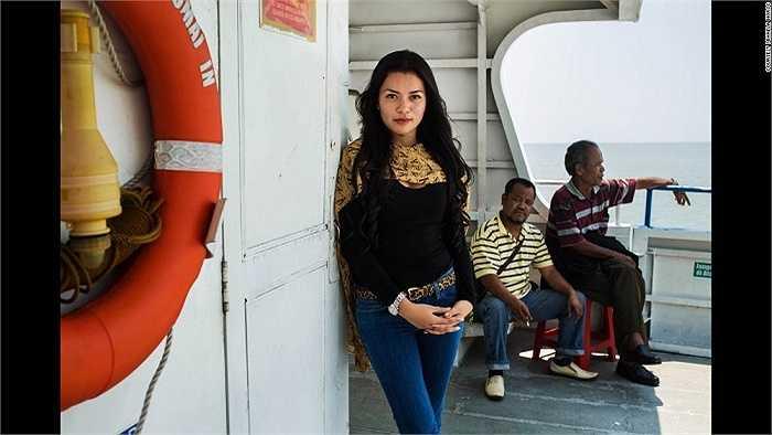 Vẻ cá tính của cô gái Indonesia