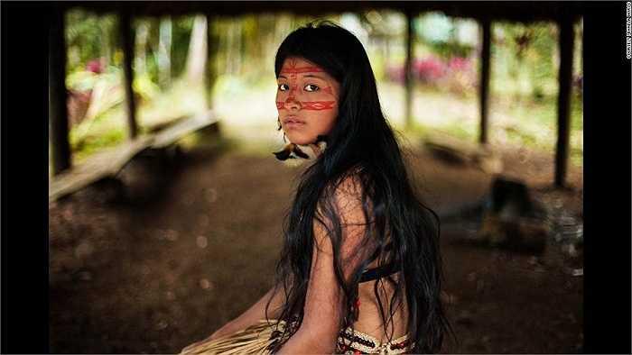 Vẻ đẹp hoang dại của cô gái vùng rừng nhiệt đới Amazon