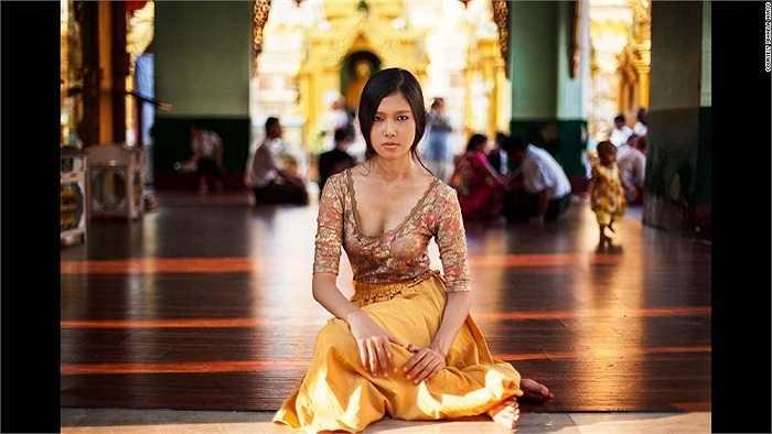 Cô gái trẻ xinh đẹp người Myanmar