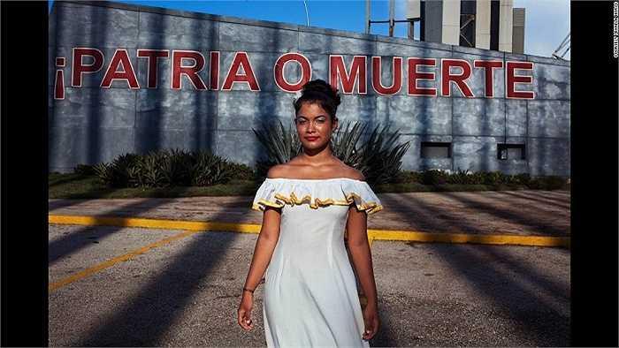 Cô gái Cuba