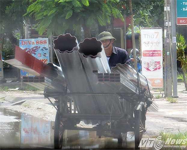 Người dân tham gia giao thông gặp phải những loại phương tiện này chỉ còn biết tránh xa khỏi bị vạ lây.