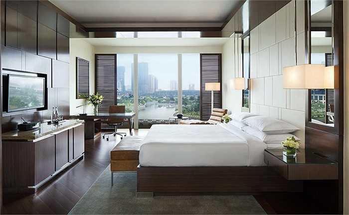 Các ngôi sao đến từ giải Ngoại hạng Anh chọn phòng ngủ cao cấp có cửa sổ rộng nhìn ra hồ.