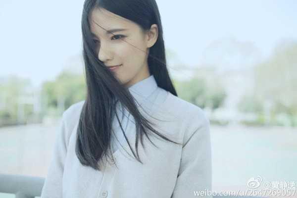 Theo Sina, Hoàng Tĩnh Dật (sinh năm 1994) hiện là sinh viên Đại học Khoa học và Công nghệ Trung Quốc.