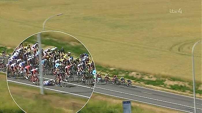 Vụ va chạm diễn ra khi đoàn đua đang chạy ở tốc độ hơn 40 km/h