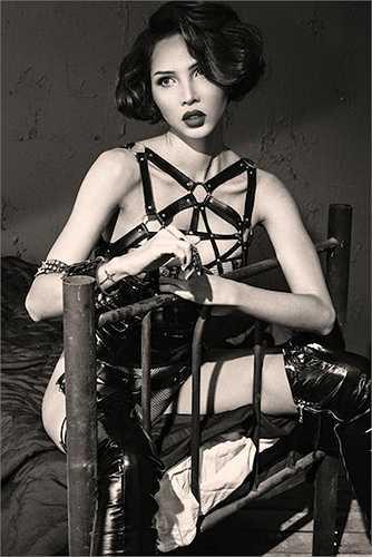 Siêu mẫu Minh Triệu cũng từng xuất hiện trong một bộ ảnh với nội y dây da chằng chịt.