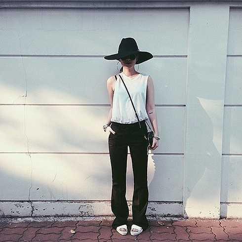 Bằng nỗ lực giảm cân, những năm gần đây, Yến Nhi cùng chị gái Yến Trang đã trở thành những fashion icon chính hiệu của Vbiz.