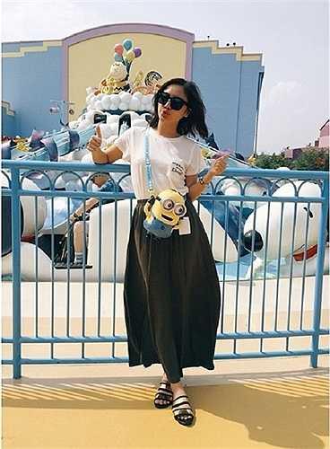 Nữ ca sĩ 9x luôn biết cách thay đổi gu ăn mặc xoành xoạch mỗi khi xuất hiện để hình ảnh không bị nhàm chán.