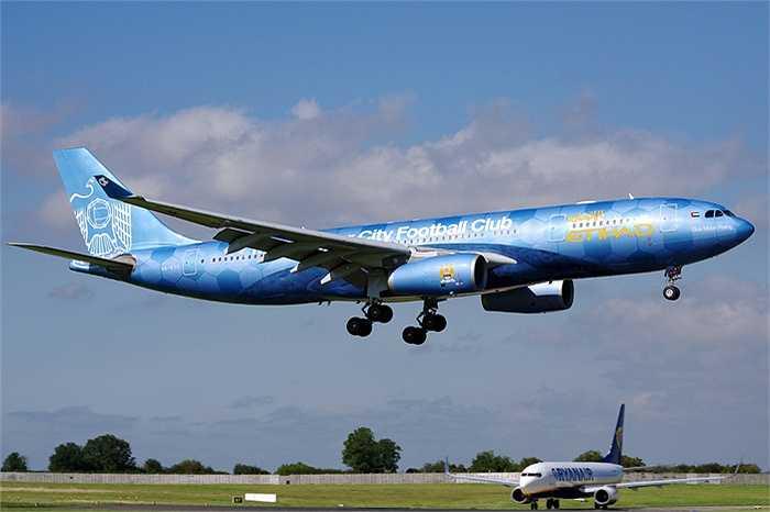 Chuyên cơ của Manchester City do Etihad-hãng hàng không của Các tiểu vương quốc Ả Rập tài trợ.